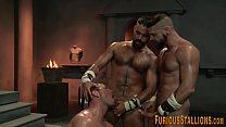 Muscle hunk gets cumshot