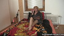 Two delivery men share mature babe