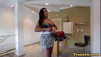 Bubblebutt tranny bouncing her round booty