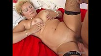blonde mature mom with young boy 7 صورة