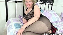 British granny Clare Cream lowers her tights and plays pornhub video