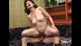 I fuck my mommy'_s mature friend