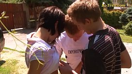 Young teens bisexual threesome...