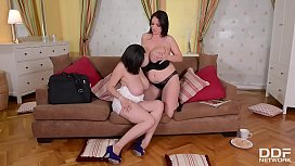 Sexy Lesbians with Titantic...