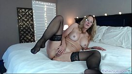 Sexy Milf Live Webcam...