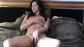 Masturbating to orgasm - Emerald Goddess