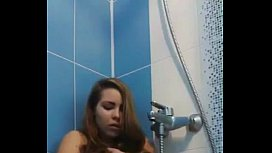 Young pussy shower orgasm...