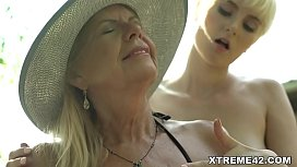 Young Hottie Can'_t resist Licking and pleasing old cunt - Samantha,Miss Melissa