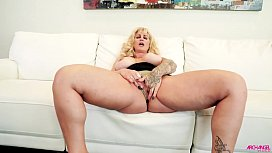 Big ass MILF pleasured...