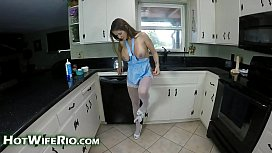 HotWifeRio - Horny mom helps...