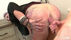 Tattooed stepmom fucks a y. guy