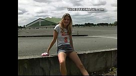Blond 18yo teen uspkirt...