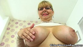 Heavy titted milf Alexa lets you enjoy her hot cunt