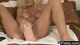 Alluring Fisting Lady Screwed...