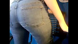 Esadora has to pee and wets her jeans.