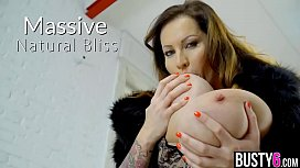 Gigantic boobs mature BBW fucked by her photographer