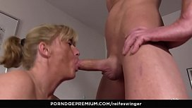 REIFE SWINGER - German newbie fucked in juicy threeway