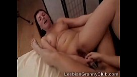 Roberta and Tatiana share double dildo