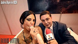 Bonnie Rotten squirts on...