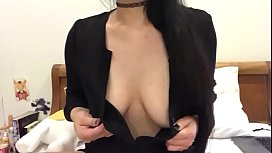 Slut Orgasms on Cam by Playing with her Nipples - www.camslut.us