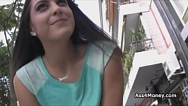 Spanish waitress needs fast money for a quickie