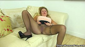 English milf Classy Filth rubs and fingers her fanny
