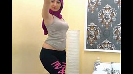 Arab girl shaking ass...
