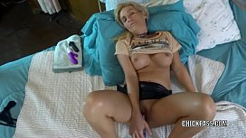 Horny wife Jolene lifts...