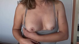 ARDIENTES 69 - MY HOTWIFE SHOWING OFF HER TITS