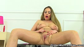 UK milf Sophia Delane rips open her tights and plays