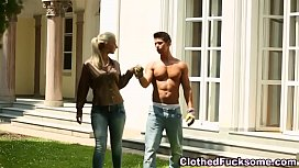 Glam whore gets creamed...