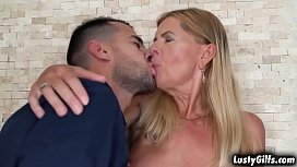 Real estate broker Samantha sucking a young yummy cock and taking it inside her mature pussy