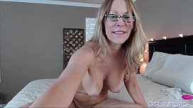 PAWG Milf With Sexy Feet On Cam