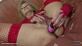 Granny hairy pussy getting...