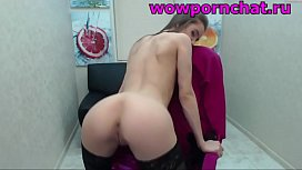 girl shows her ass on webcam