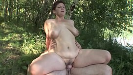 MATURE COUPLE OUTDOOR SEX...