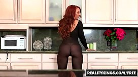 Sexy ginger milf (Janet Mason) gets (Levi Cashs) y. cock - Reality Kings