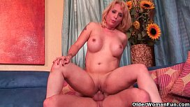 Blonde milf Sophia Mounds gets creampied