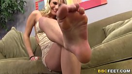 Blonde Laura Crystal Gives...