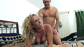 Slutty MILF Samantha gets...