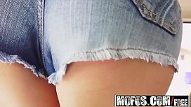 Mofos - Stranded Teens - Lucy...