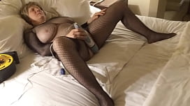 MarieRocks cums her head off in a catsuit