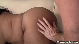 Bigbooty plumper pussylicked by...