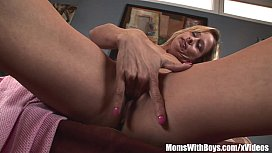 Blonde Mom Payton Leigh...