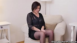Euro milf Nicol does...