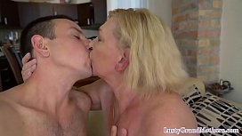 Hairy pussied amateur screwed hard