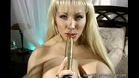 Amateur Hairy Housewife Gets Off