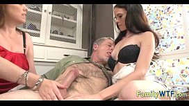 Mom and d. threesome 1095
