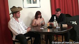 Poker game for mature pussy