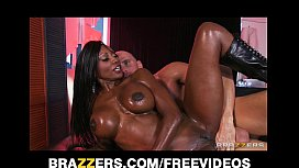 Curvy Ebony masseuse oils herself up for some deep anal xxx video